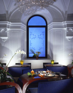 hotel-art-table-salon